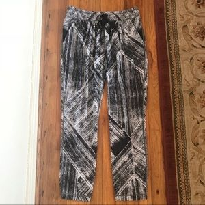 Lululemon lightweight abstract print jogger